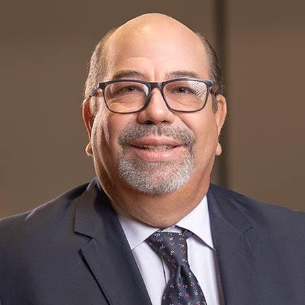 Adriano Correa E.